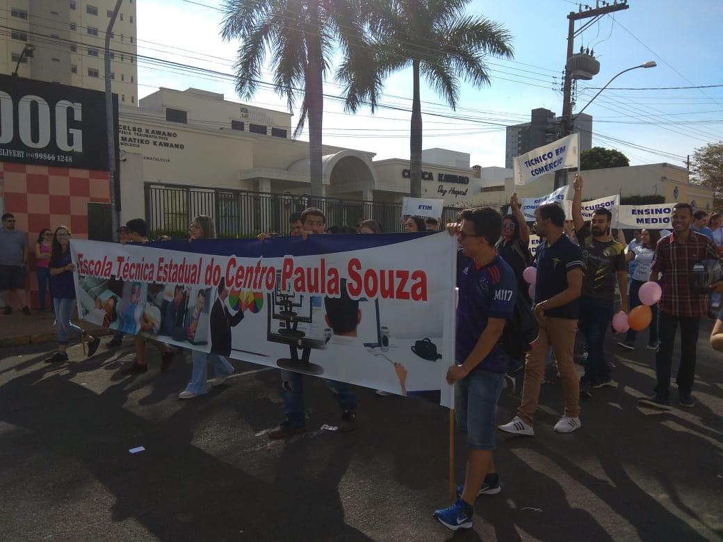 Desfile aniversário de Tupã