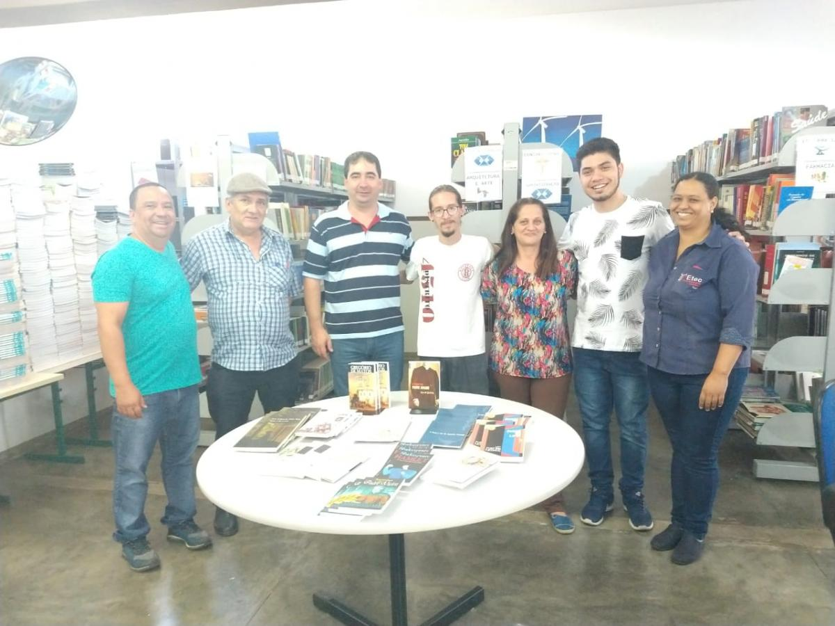 Doações de livros do Rotaract para a biblioteca Gilberto de Barros